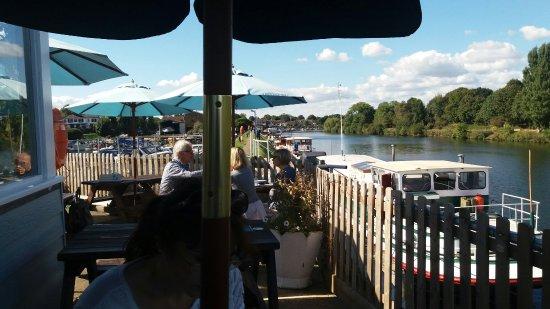 Surbiton, UK: The River Hut