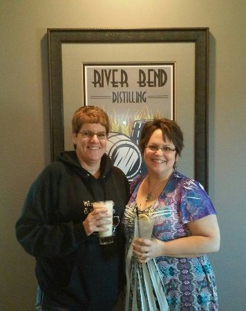 Chippewa Falls, WI: We love River Bend Winery & Distillery. Great atmosphere, wines, spirits and friendly staff.