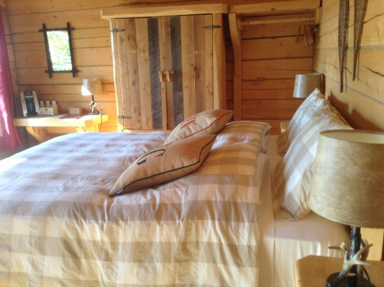 Sainte-Rose-du-Nord, Canada: King size bed