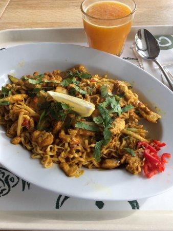 Maarsbergen, The Netherlands: Licht pittige noedel wokschotel met zelf samengestelde groentes + kipreepjes