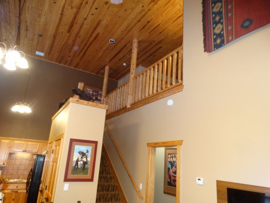 WorldMark New Braunfels: 30 foot high ceiling from living to 2nd level