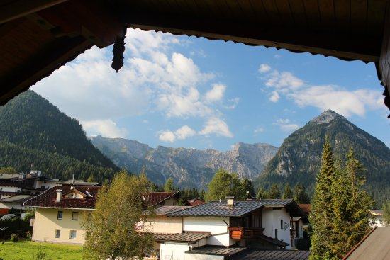 Sonnenhof Hotel + Appartements: Mountain views from our balcony