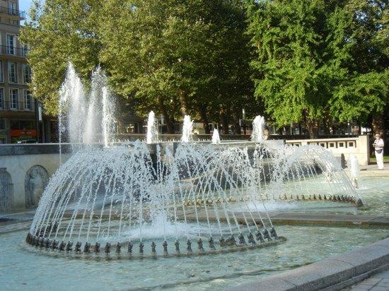 Jardins de l 39 h tel de ville en juin picture of jardins for Jardin japonais le havre