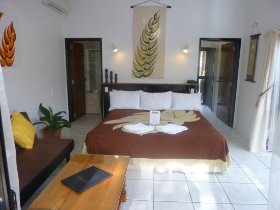 Castaway Resort: Poolside Villa Interior view