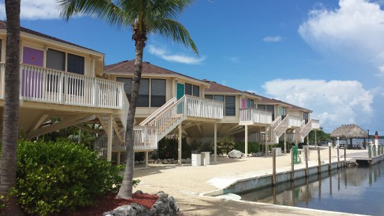 Reef Resort: Spacious nicely decorated Villas give your stay that tropical feel.