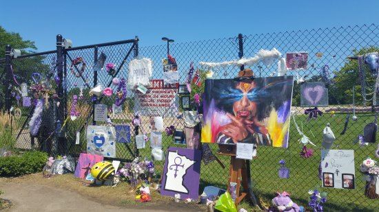 Chanhassen, MN: Some of the memorials left this end of July 2016