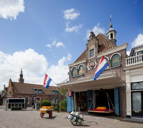 Edam, Hà Lan: De kaaswaag, a beautifull building and it is still in use today.