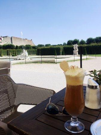 B -Lounge: Iced coffee