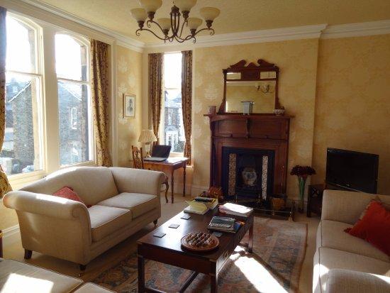 Edwardene Hotel: Guest Lounge