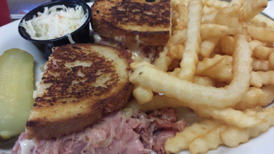 Woodstock, Canada: Try the REUBEN!