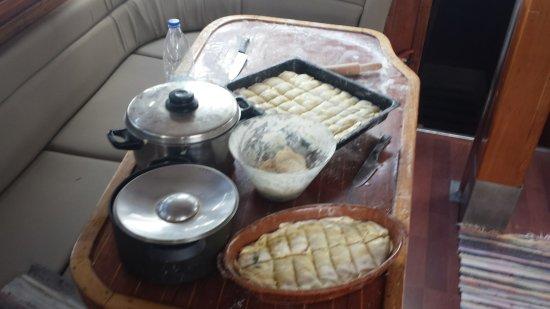 Adamas, Grecia: Preparation of the food on board