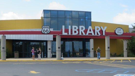 Lebanon, MO: Library museum