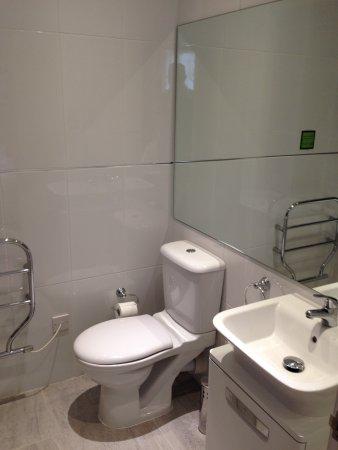 Grouville, UK: Our friends bathroom
