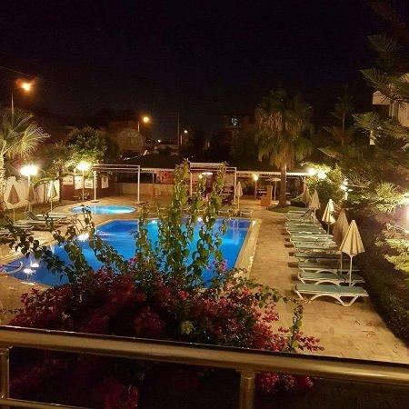 Risus Hotel: IMG_20160910_215149_large.jpg