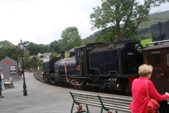 Porthmadog, UK: At Beddgelert on The Welsh Highand Railway