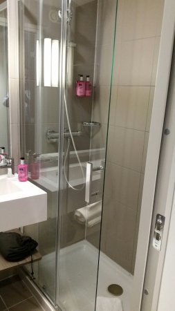 Eschborn, Allemagne : Spacious shower