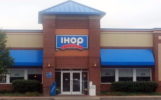Rosemont, IL: Front & entrance to IHOP