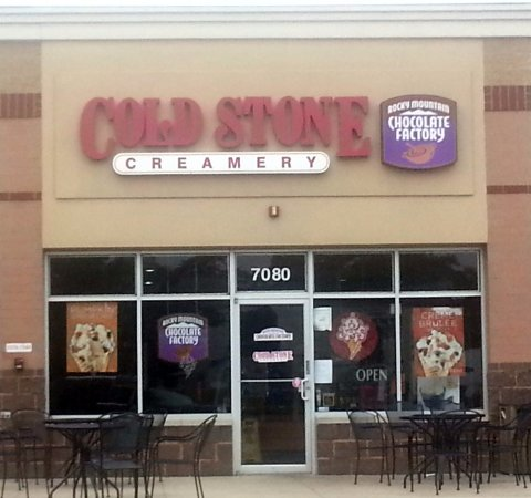 Rosemont, IL: Front & entrance to Cold Stone Creamery