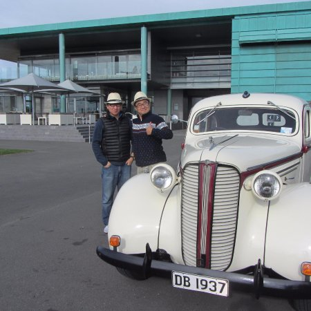 Napier, New Zealand: Winery Tour - 'Charlie' the Dodge at Elephant Hill