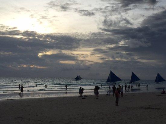 Henann Lagoon Resort: Boracay beach sunset
