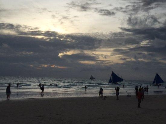 Henann Lagoon Resort: Boracay Sunset