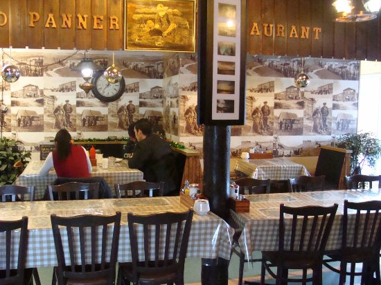 Carmacks, Canada: Gold Panner Restaurant Interior
