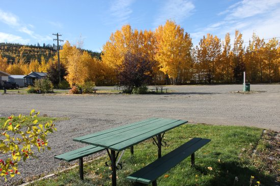 Carmacks, Canada: Full service RV Parking Sites