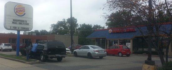 Park Ridge, IL: Front & parking lot of Burger King