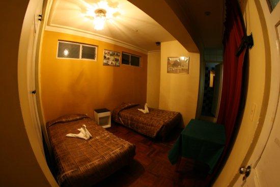 Hotel Calicanto Inn's: habitación familiar + habitación doble para hijos