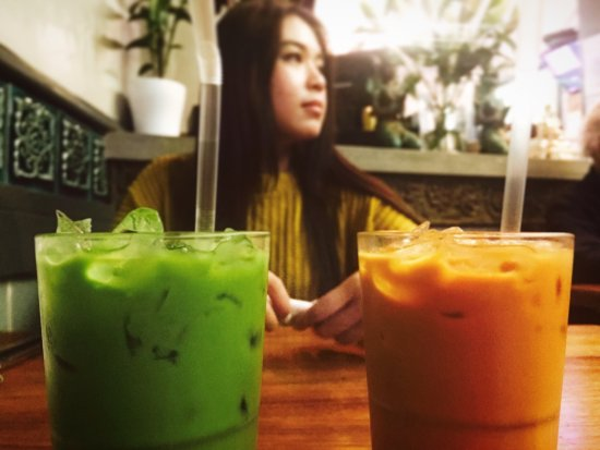 Sala Thong Restaurant: It was such a lovely night out with my friend; the food are fab, the thai ice tea and the desser