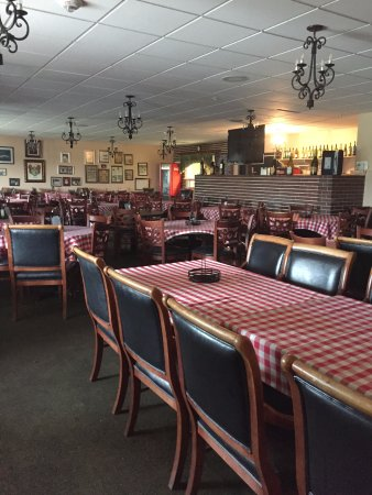 Florida City, FL: One of two dining rooms at the Capri