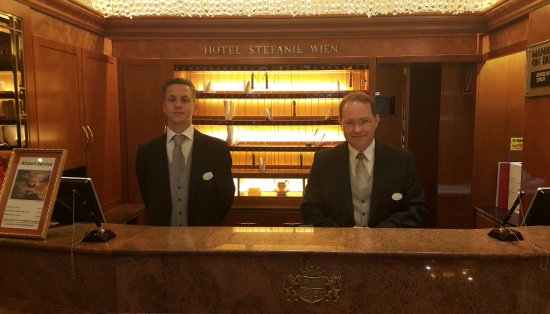 Hotel Stefanie: Mr Andreas and his colleague. Benchmark of sincerity and efficiency.