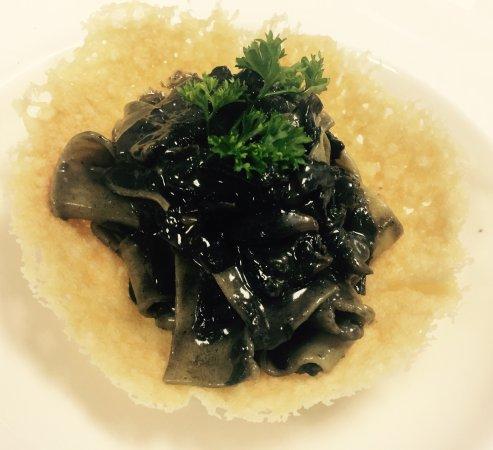 Surfside, FL: Pappardelle cuitlacoche su cialda di parmigiano