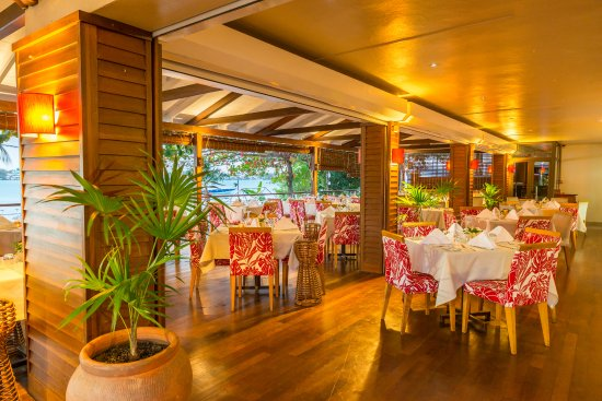 view inside LE CAPITAINE restaurant Grand Bay