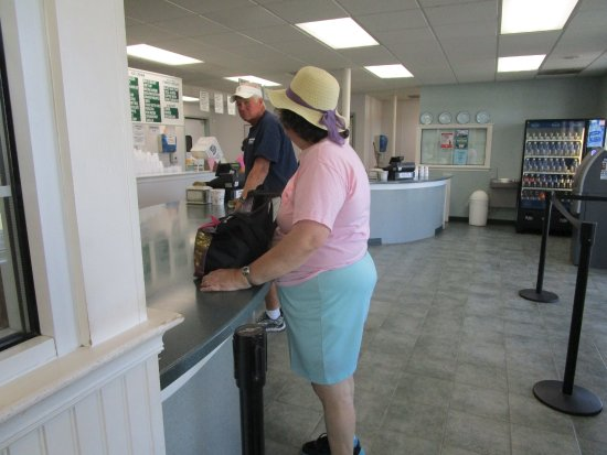 Somerset, MA: That is me ordering our ice cream.