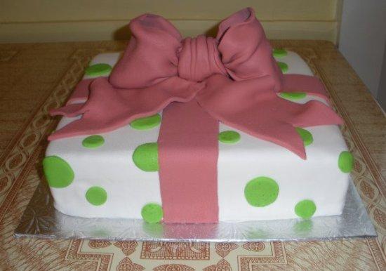 Clinton, MA: BellaCakes Present Cake