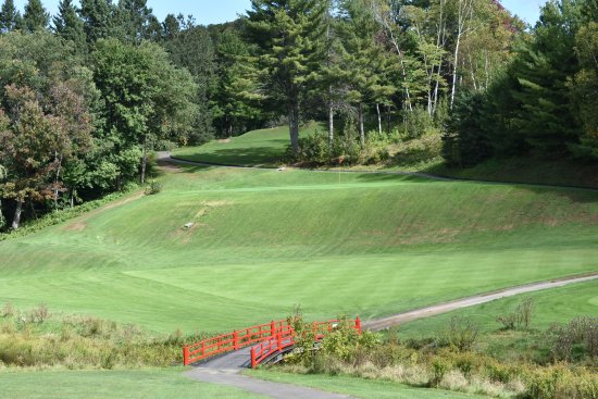 Piedmont, Canada: 15th Hole - Their signature hole