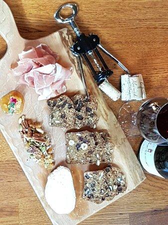 Camrose, Canadá: Hart House Wine & Tapa