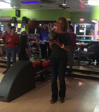 Port Jervis, Нью-Йорк: Celebrating my 9 years old birthday  at Port Herbie Bowl!
