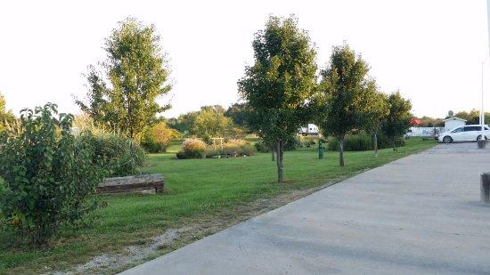 Cameron, MO: Green green green groundskeeping.