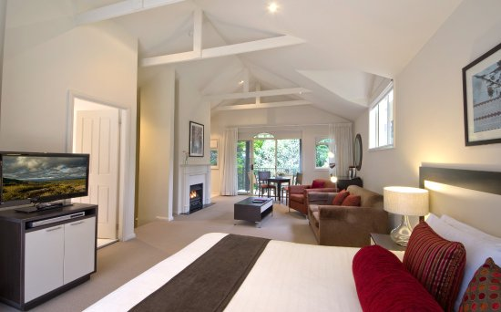 Wentworth Falls, Australia: Loft Studios have soaring cathedral ceilings and private balconies on both sides
