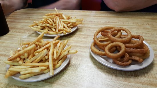 Lexington, มิชิแกน: 2 Orders of Fries and 1 Order of Onion Rings