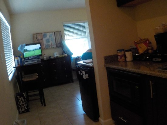 The Beach on Longboat Key: Kitchen area of our room.