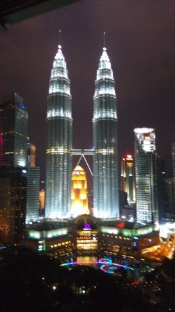 Traders Hotel, Kuala Lumpur: View of twin towers from our room Lvl 29