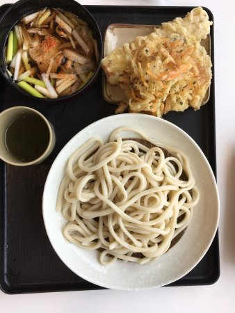 Sayama, Japon : 肉汁うどん。以前食べた時はもう少し麺にコシがあったような気がします。でも美味しいです。
