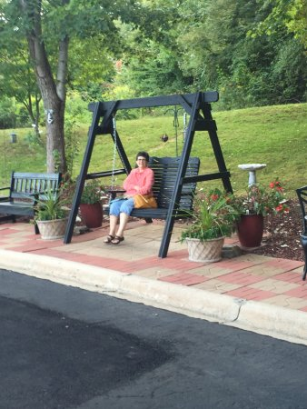 Waynesville, NC: Swings and Park Benches to Enjoy the Great Views