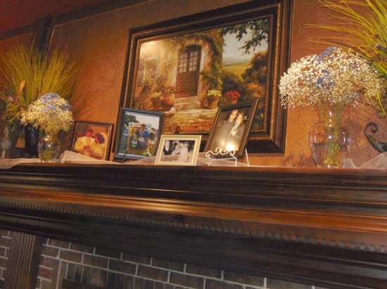 O'Fallon, IL: Lovely Decor..and Personal Decorations.. Made things so 'special!