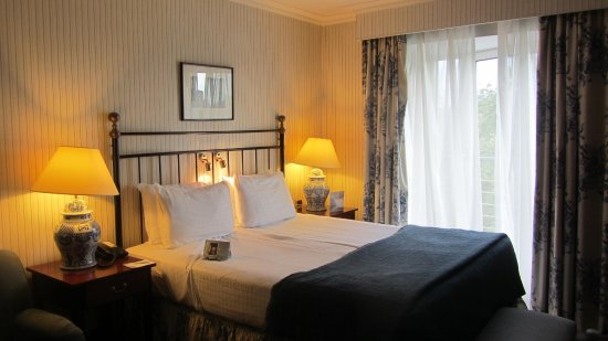 Woluwe-St-Pierre, Βέλγιο: 広いベッド