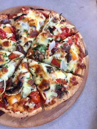 Scarness, Avustralya: vegetarian pizza ($19)
