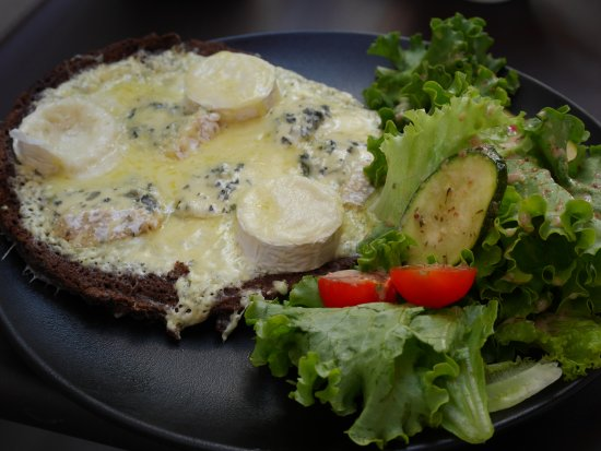 Levallois-Perret, فرنسا: galette aux 3 fromages